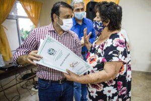"""""""Estas acciones dignifican a los misioneros"""" dijo Herrera Ahuad al entregar títulos de propiedad en Oberá"""