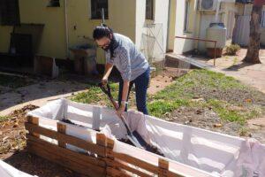 Premio al cumplimiento: impulsan huerta en hogar para adultos mayores