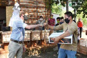 Yacyretá entrega kits de Apicultura a Asociaciones Civiles