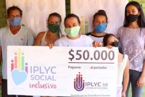Con el cheque de IPLyC Inclusivo comprará una bomba para su invernadero