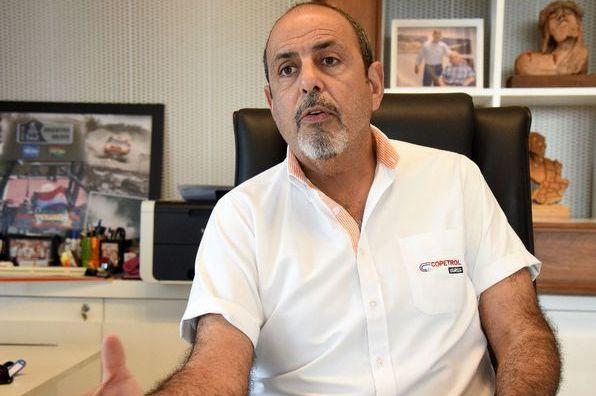 """El paraguayo que consiguió u$s 3.200 millones para instalar una mega-fábrica de celulosa y quiere comprarse """"toda"""" la madera de Misiones y Corrientes"""