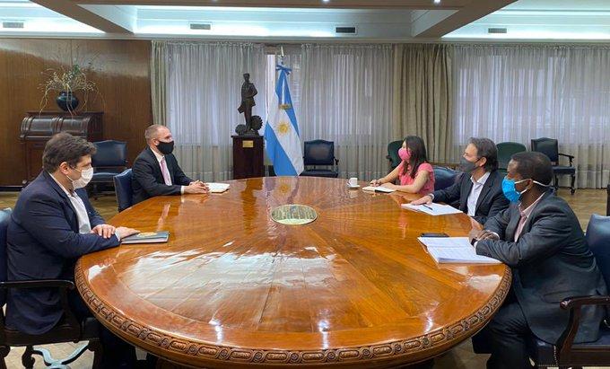"""Guzmán: """"Con la misión del FMI avanzamos en un programa que será trazado por nosotros"""""""