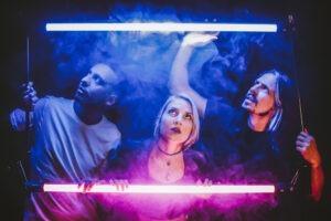 """Conocé a """"The Sun Makers"""" el power trío ganador del Mundial de bandas 2020"""