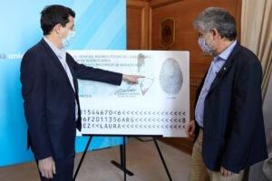 Wado de Pedro y Filmus presentaron el nuevo DNI que incluye una actualización del mapa bicontinental argentino