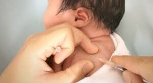 Conoce contra qué protegen las vacunas al recién nacido