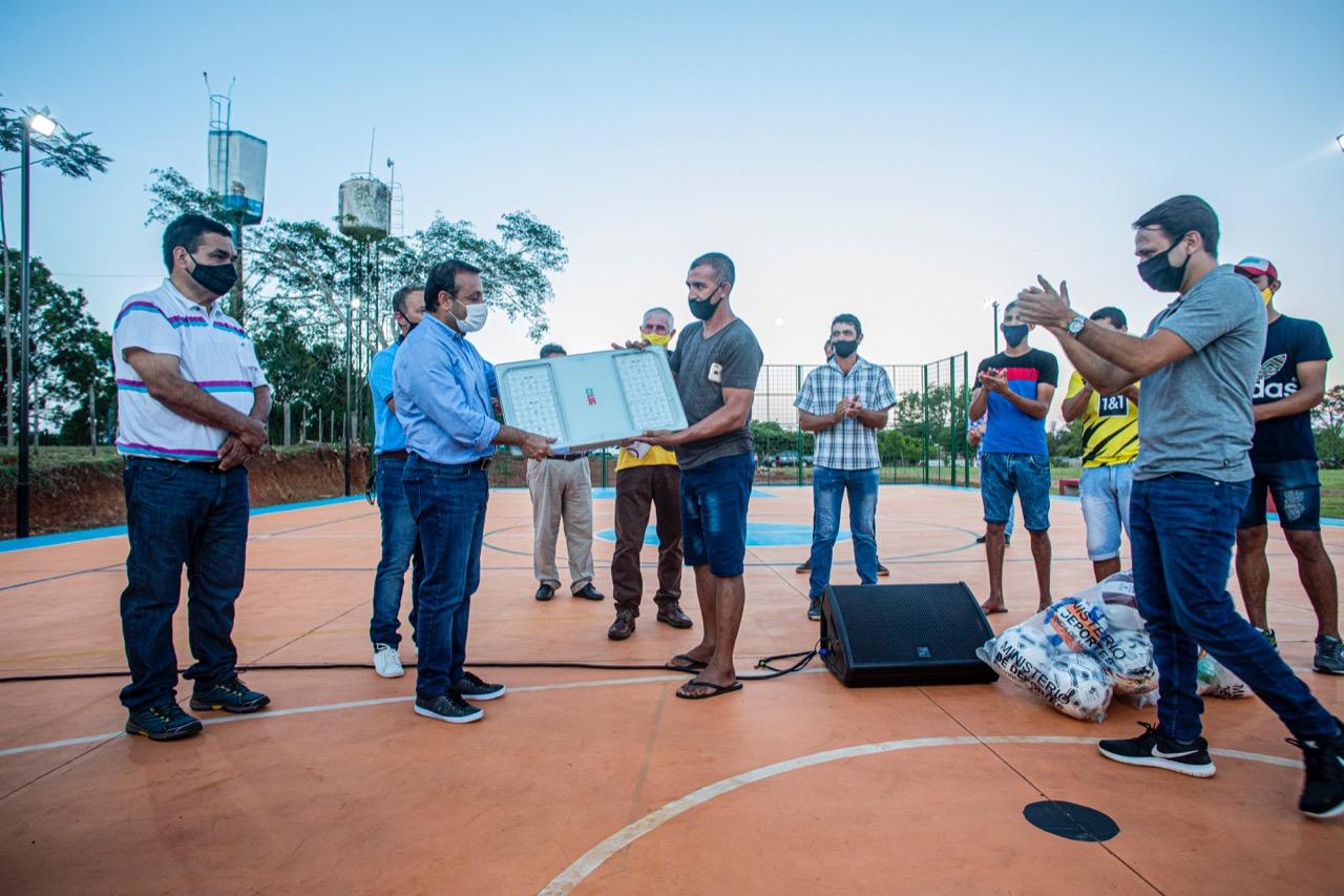 El gobernador de Misiones inauguró un playón deportivo en Puerto Azara