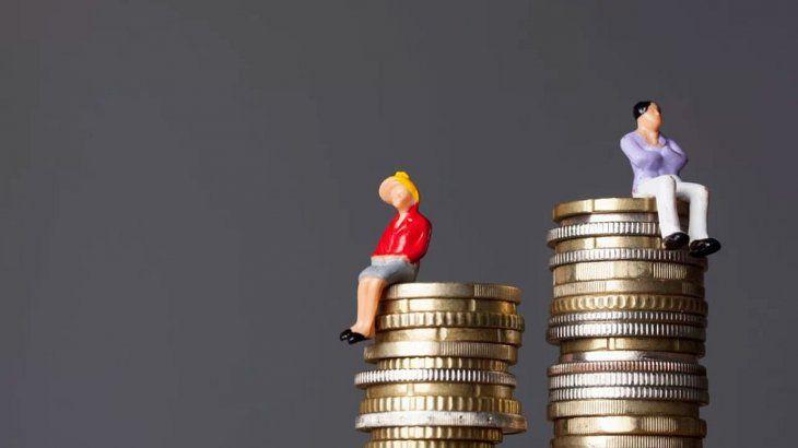 Las mujeres ganan 24% menos que los varones pese a tener un mayor nivel educativo