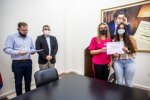 Gobierno y la UNaM entregaron certificados a agentes capacitados en lengua de señas