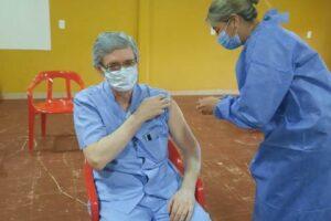 Unos 2.100 agentes de salud recibieron ya su primera dosis de la vacuna Sputnik V contra el COVID 19