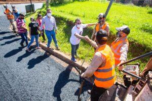 Tobuna disfruta sus primeros metros de asfalto