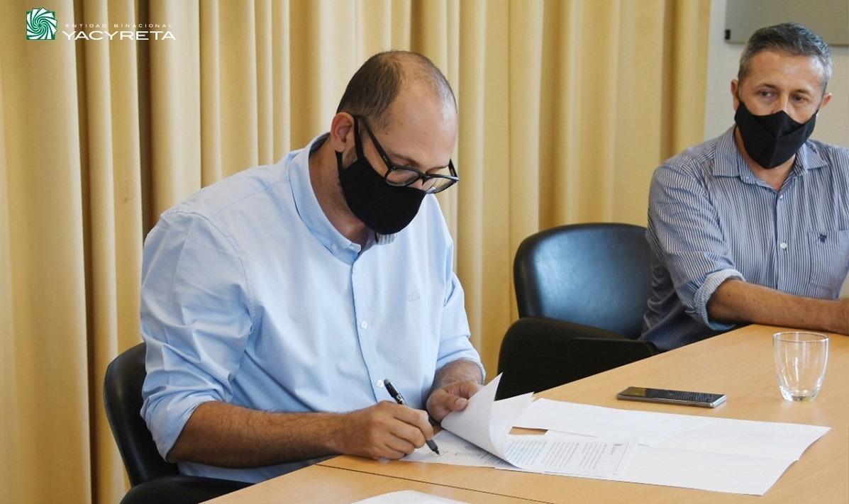 """Yacyretá firma convenio de cooperación mutua con la Asociación Civil """"Lomas Rugby Club"""""""