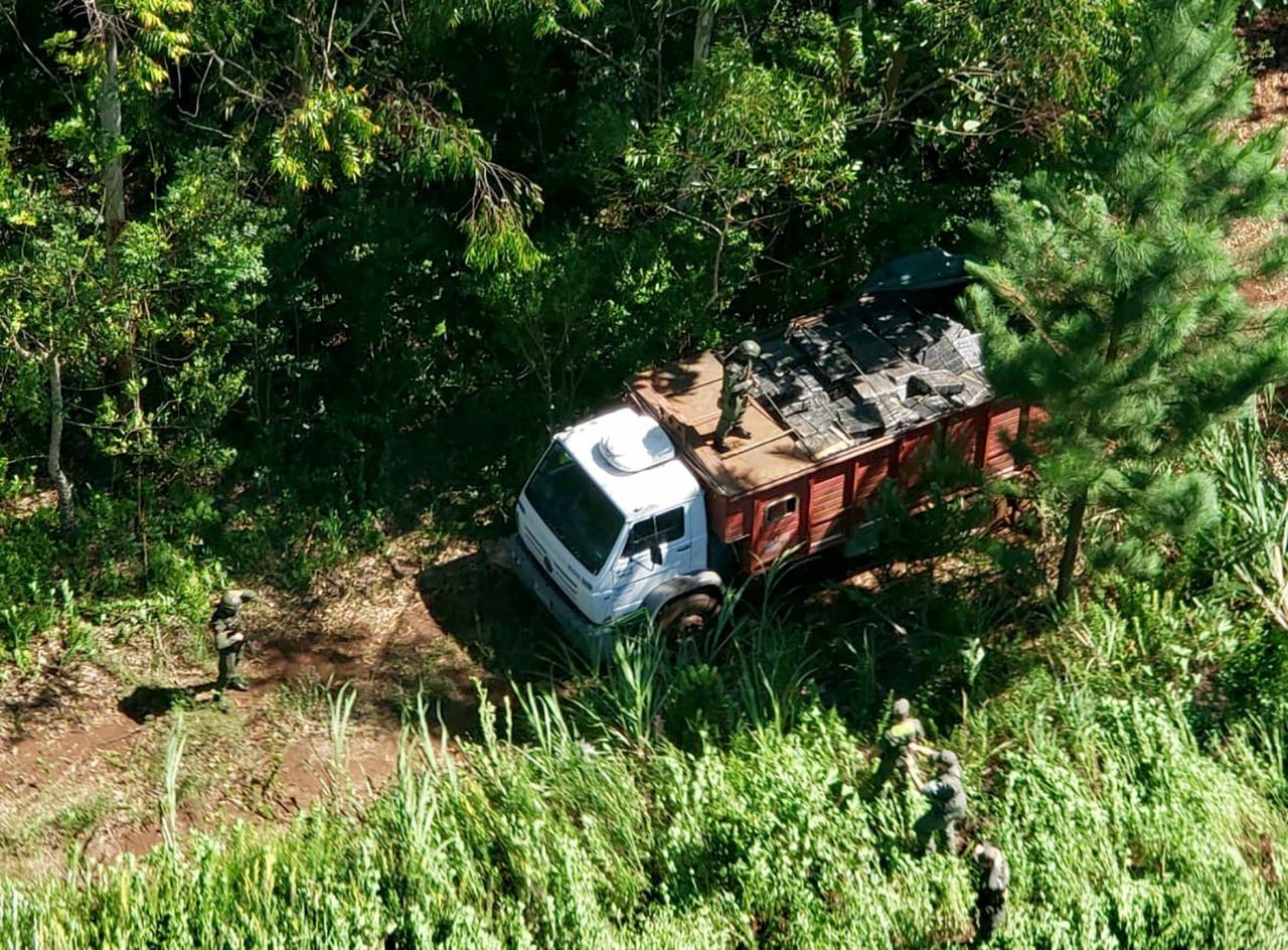 Encuentran 7.214 kilos de marihuana en camión abandonado en Garuhapé