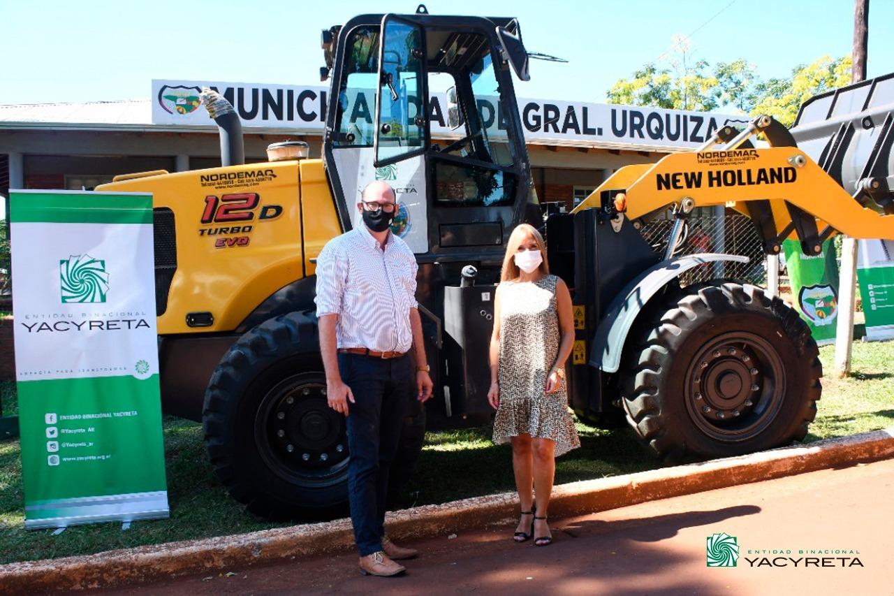 Yacyretá entrega una moderna maquinaria vial al municipio de General Urquiza