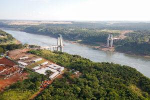 Avances en la obra del puente de Integración, entre Foz do Iguaçu y Presidente Franco
